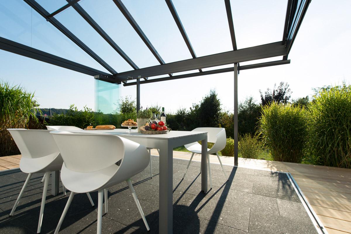 Glashaus, Innenansicht mit Blick ins Grüne