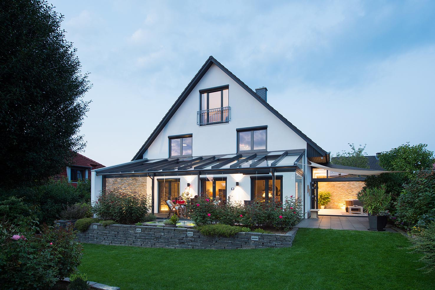 Einfamilienhaus mit Glashaus und Wintergarten.